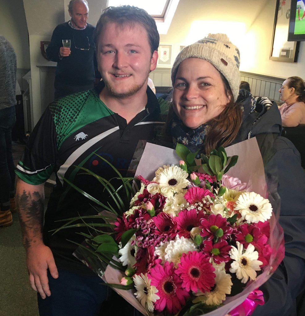 Harry and Todd presented Zoe with a bouquet of flowers in gratitude 1080p